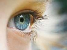 глаза в линзах